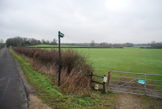 Footpath off the road north of Vexour Bridge