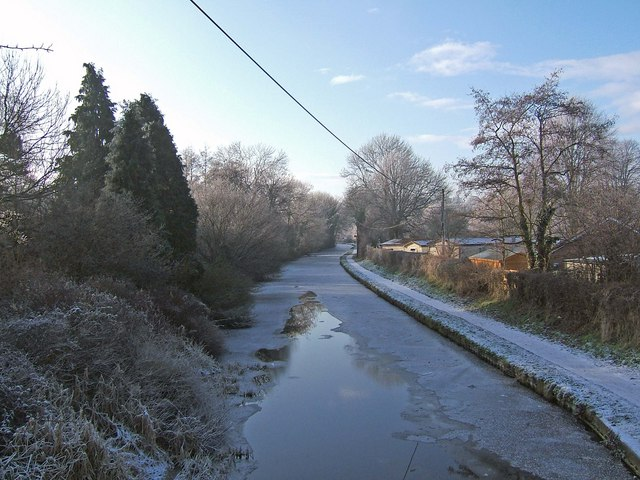 Staffordshire & Worcestershire Canal - looking southwest from Hinksford Bridge