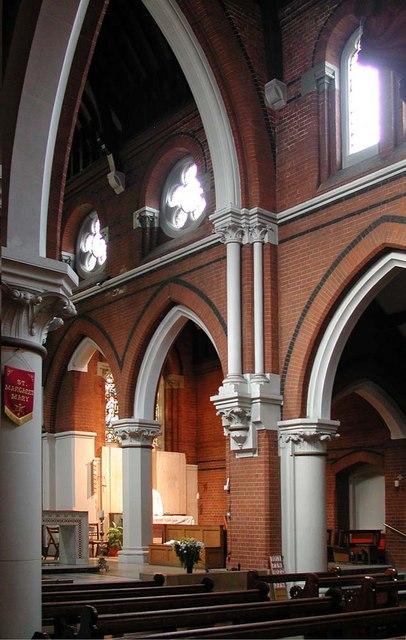 Sacred Heart of Jesus, Eden Grove, London N7 - Interior
