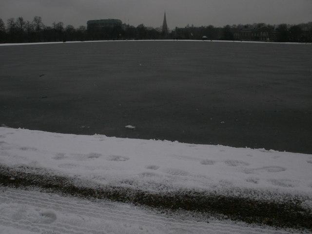 Kensington Palace beyond the Round Pond