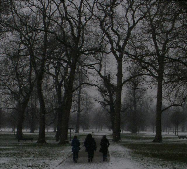 Walking in a snowy Kensington Gardens