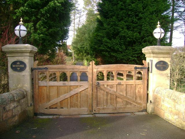 Bystone gates