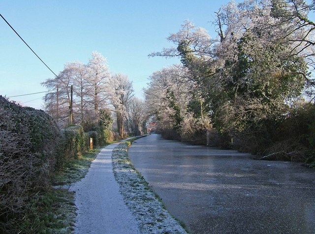 Staffordshire & Worcestershire Canal in winter