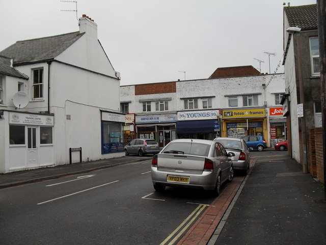 Approaching the junction of Crescent Road and London Road