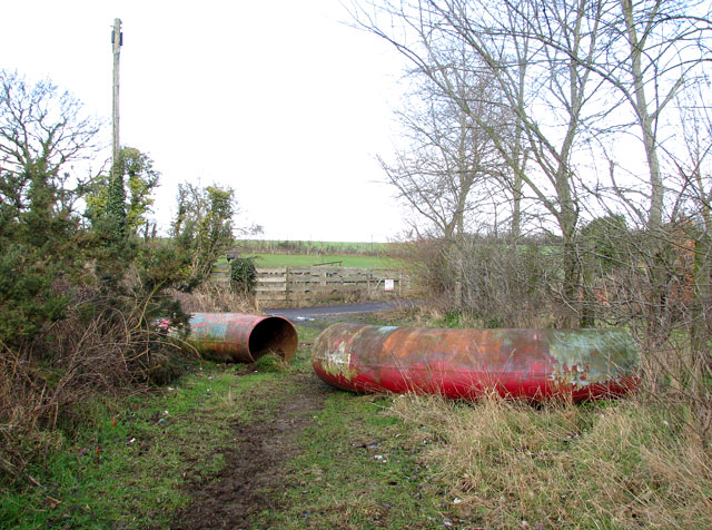 Path from Doles Lane to dismantled railway trackbed