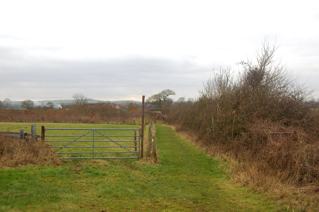 Looking south along the bridleway from Tomlow