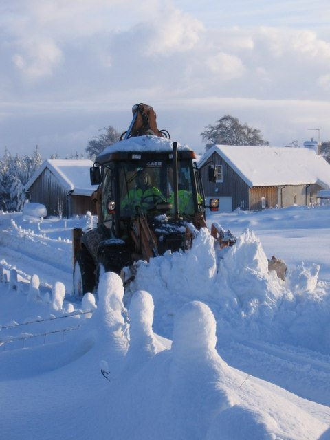 Some tractor action in the snow at Ballieward