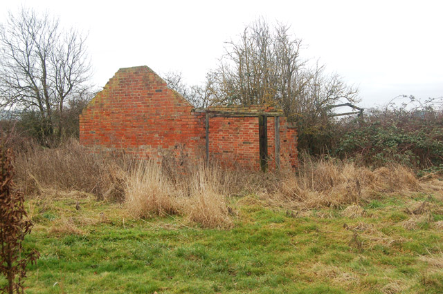 Derelict farm shed beside a bridleway near Tomlow