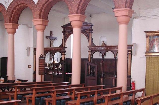 St Peter, Southfield Road, London W4 - Interior