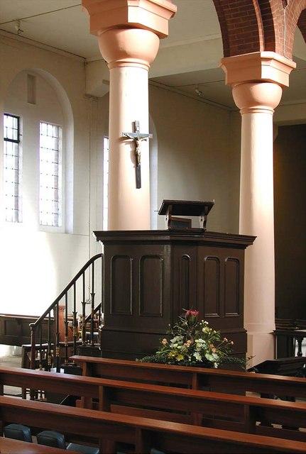 St Peter, Southfield Road, London W4 - Pulpit
