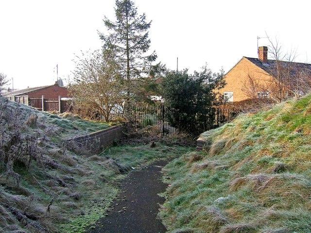 Footpath to Summerfield Road