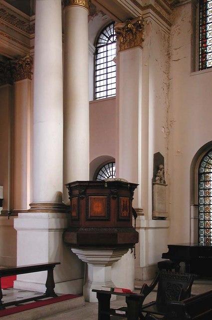 St George, Bloomsbury Way, London WC1 - Pulpit