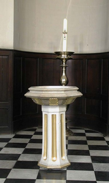 St George, Bloomsbury Way, London WC1 - Font