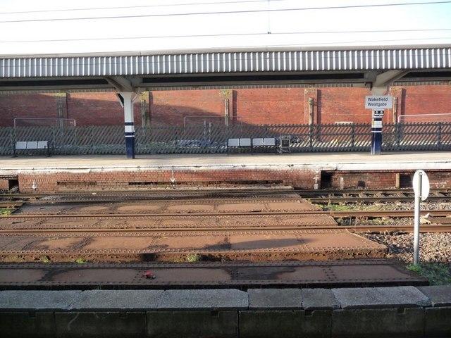 Wakefield Westgate station's bridge over Back Lane