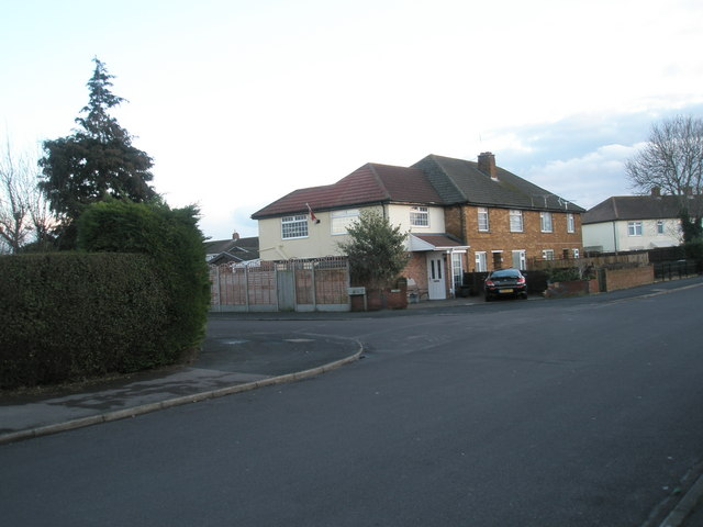 Approaching the junction of  Bayly Avenue and Castle View Road