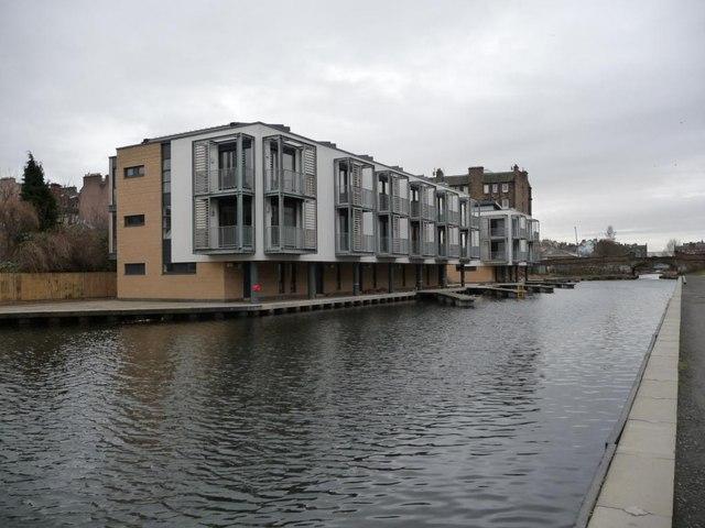 Leamington Wharf townhouses, on the Union Canal