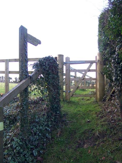 Footpath and gate, Rockbourne