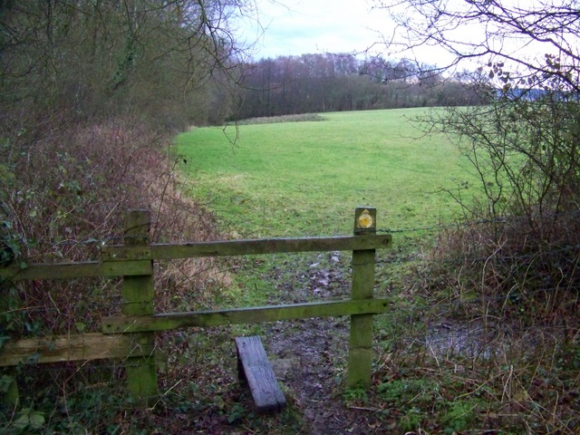 Footpath near Sandleheath
