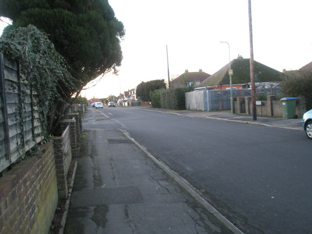 Approaching the junction of Roman Grove and Lonsdale Avenue