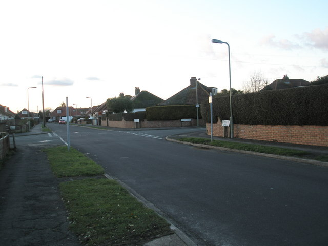 Approaching the crossroads of Merton Crescent and Merton Avenue