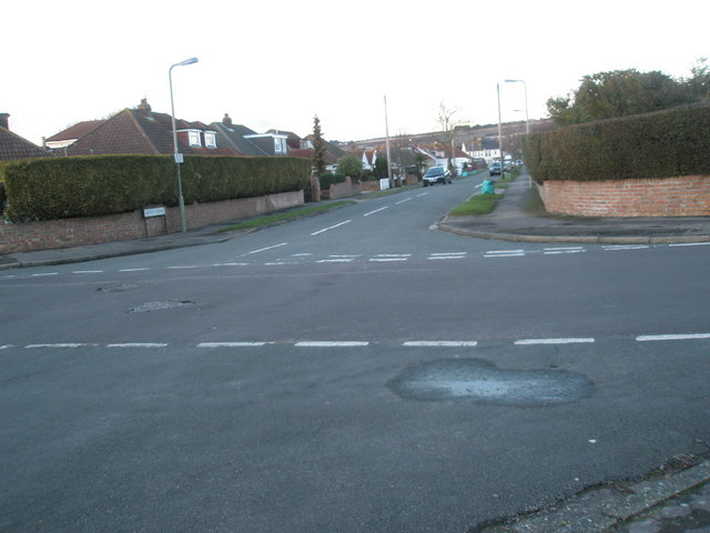 Looking from Merton Crescent up Merton Avenue