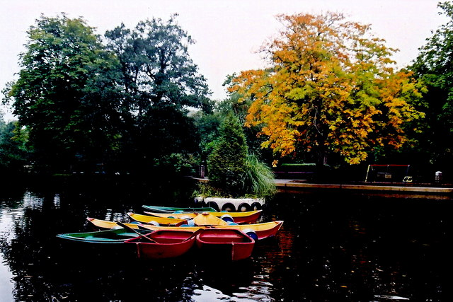 Silverdale Glen - Row boats at centre of pond