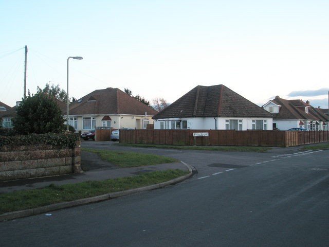 Approaching the junction of Merton Crescent and Grove Avenue