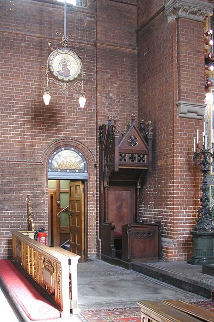 St Luke, Ramsden Road, London SW12 - Interior