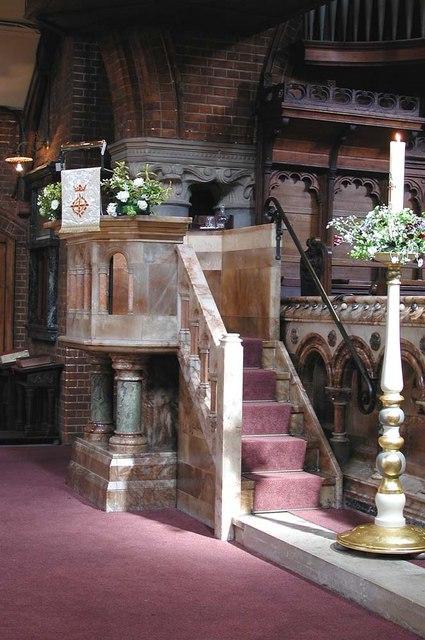 St Luke, Ramsden Road, London SW12 - Pulpit