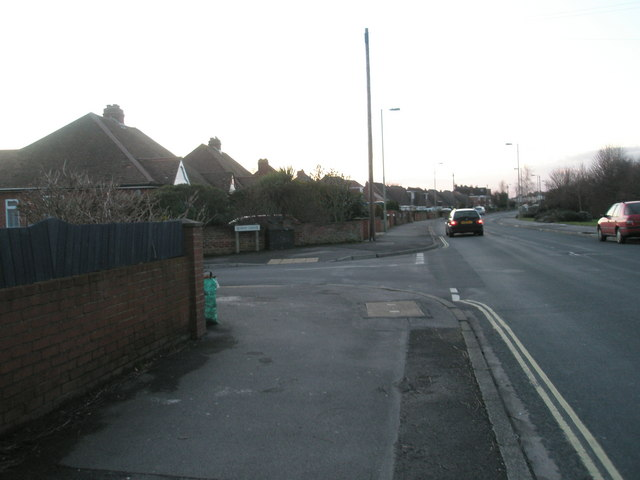 Approaching the junction of  Seaway Grove and White Hart Lane