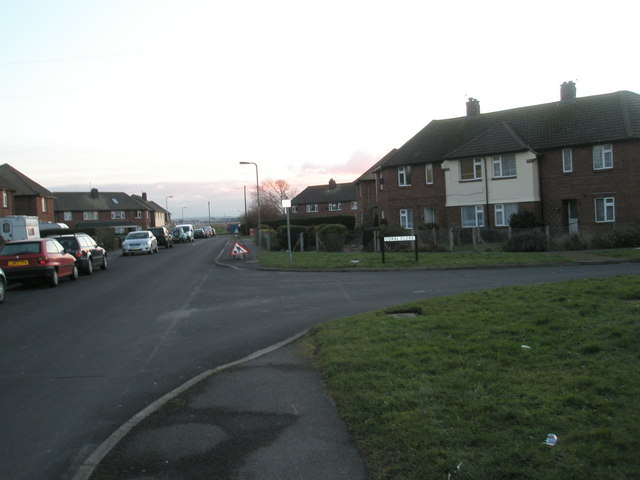 Approaching the junction of Seaway Grove and Coral Close