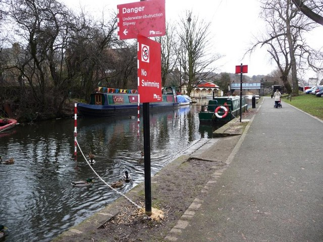 Warning signs on the Union Canal towpath