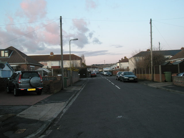 Approaching the crossroads of Coppins Grove and Windmill Grove