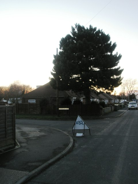 Approaching the junction of  Windmill Grove  and Harbour View