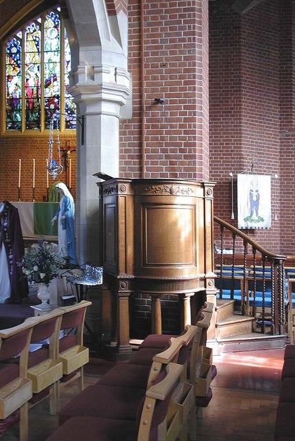 St Peter le Poer, Colney Hatch Lane, London N10 - Pulpit