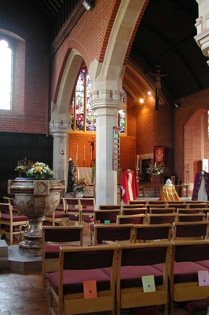 St Peter le Poer, Colney Hatch Lane, London N10 - Interior