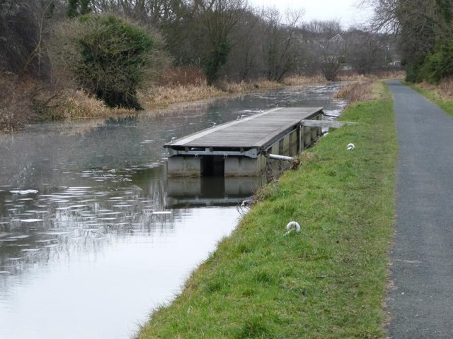 Mooring pontoon, south-west of the Union Canal aqueduct at Slateford