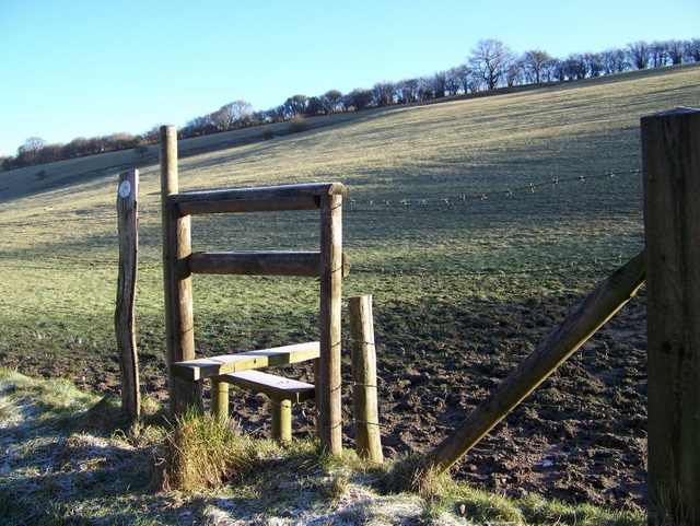 Stile and footpath, Clatford Bottom