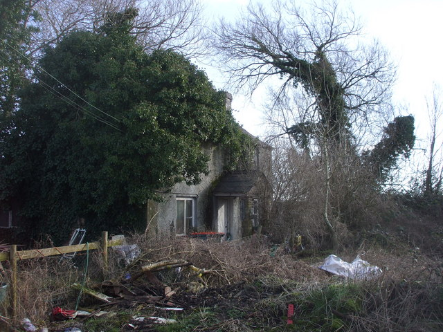 Derelict house, Broadstreet Common