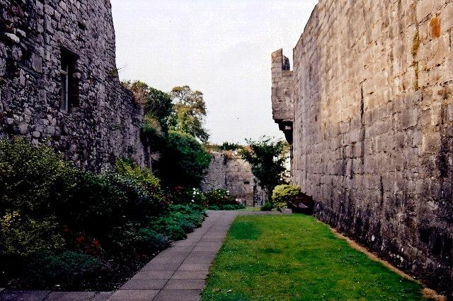 Castletown - Gardens along west castle walls