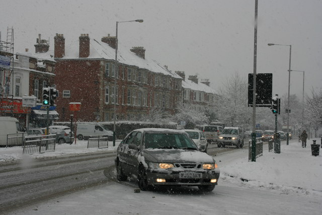 Junction of Somerset Rd & St John's Rd in the snow