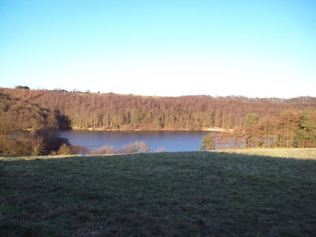Winter sun over Upper Linacre Reservoir
