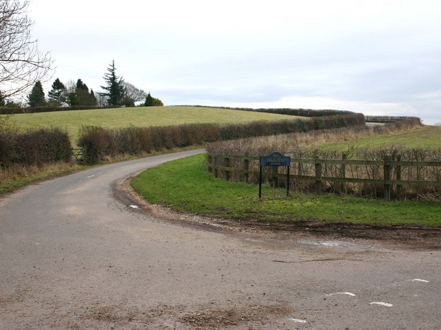 Road to Grovefields Farm