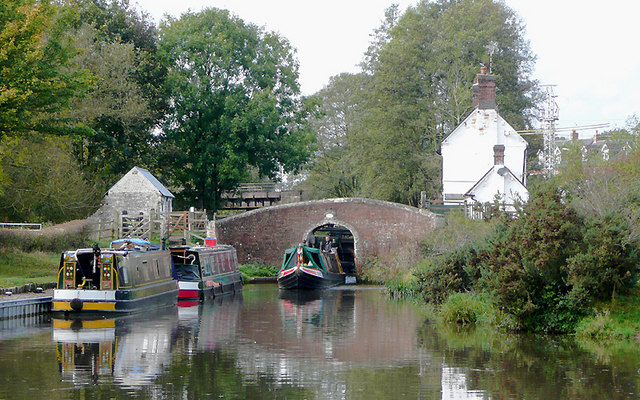 A busy afternoon at Colwich Lock, Staffordshire
