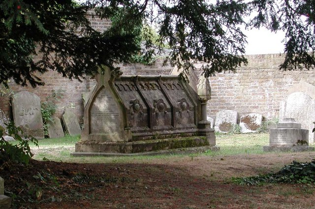 St Peter & St Paul, Harlington - Churchyard