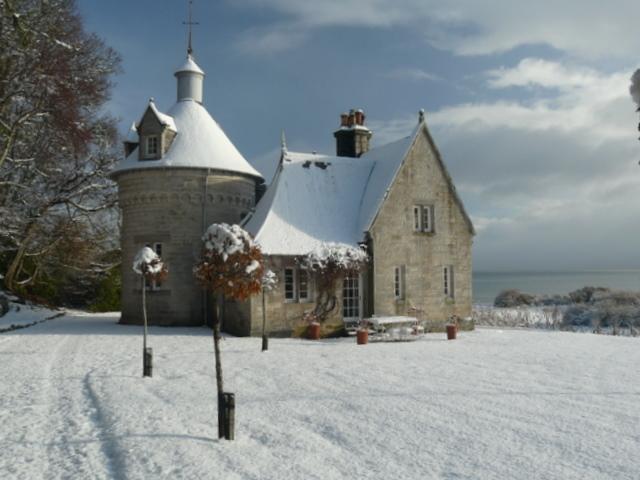 Cottage in Dunrobin Castle grounds