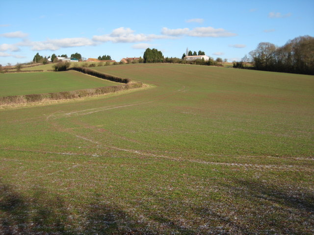 Arable land and Upper Holling Farm