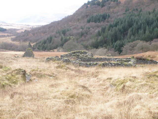 Ruined croft and sheepfank above Stronafian