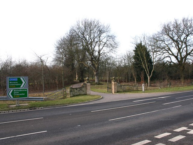 Entrance to Sherbourne Park from A429
