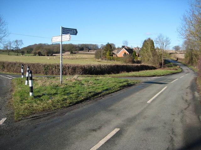 Road junction near Wants Green